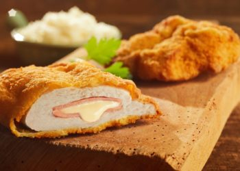 Processed cheese filling cordon bleu breaded